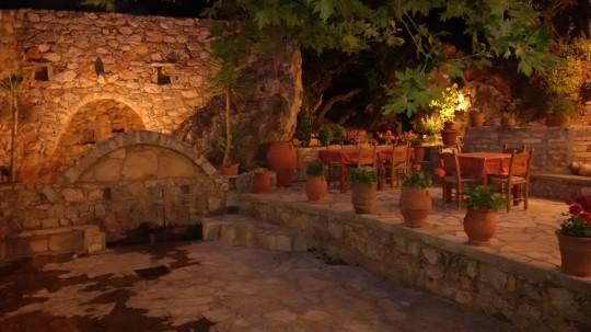 La taberna Filenia, en las alturas de Triopetra.
