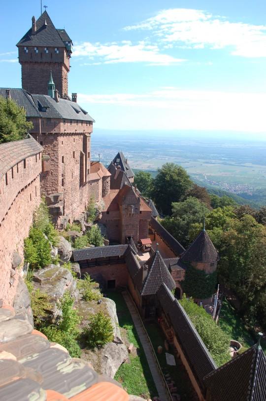 El castillo en su paisaje.