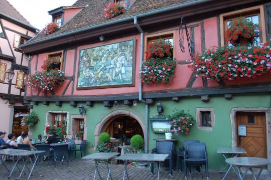 Decenas de bares y restaurantes bellísimos en el pueblo.