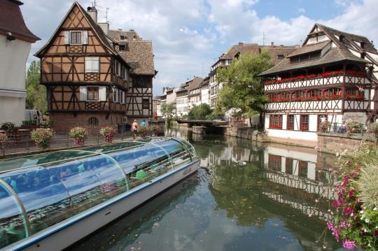 Los canales atraviesan la Petite France.
