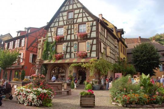 La plaza de la Alcaldía de Kaysersberg.