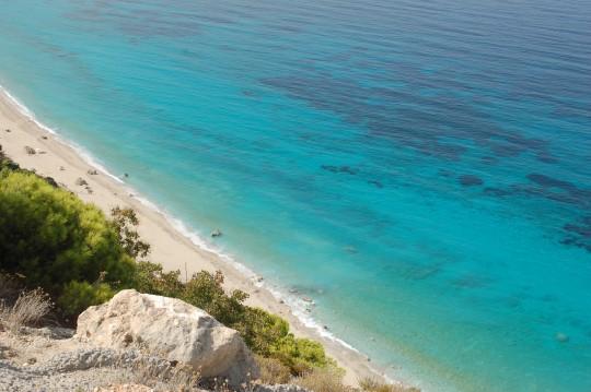 Vista de la playa de Pefkoulia, en Lefkada.