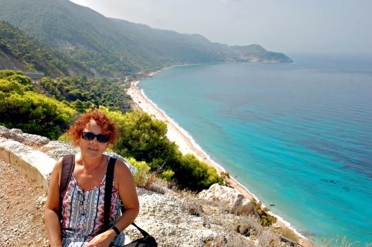 Penélope, ante la playa de Pefkoulia, camino de Agios Nikitas.