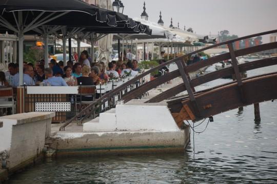 Escenas en el Paseo Marítimo de Lefkada.