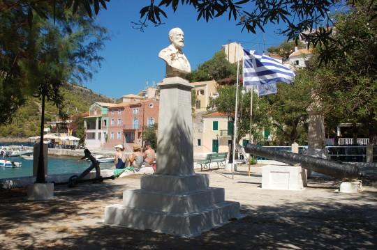 La plaza principal del pueblito, frente al mar.