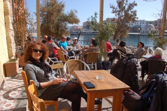 Desayuno en el puerto de La Canea. Imposible empezar mejor.