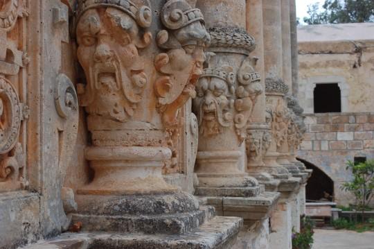 El singular y bellísimo monasterio de Gouvernetos.