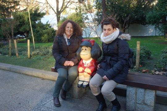 Acompañadas de la genial Mafalda, en el Campo de San Francisco.