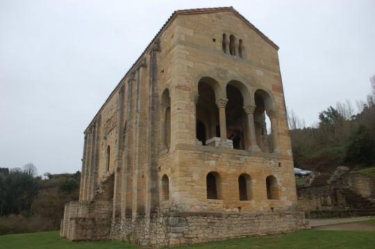 Santa María del Naranco, tantas veces deseada, junto a Oviedo.