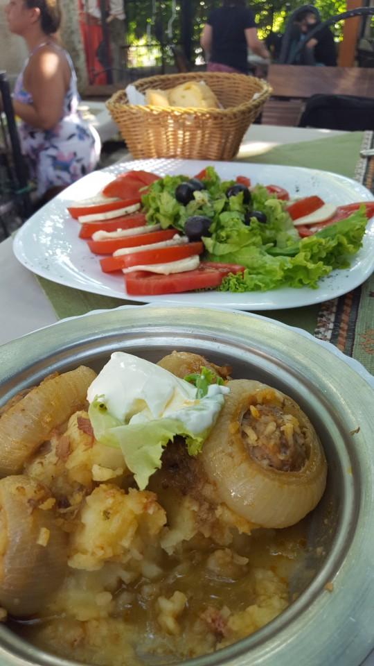 Comida sabrosa y barata en Mostar.