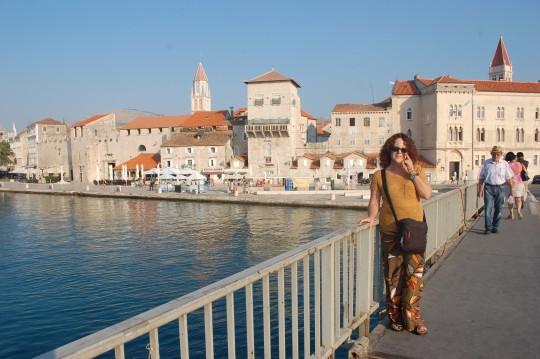 En el puente que une Trogir de la isla de Ciovo.