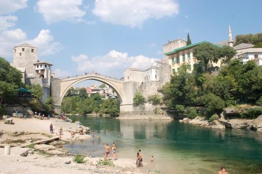 Mostar y su puente sobre el rio Neretva.
