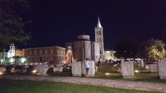 El antiguo Foro romano de Zadar, con San Donato y la catedral al fondo.