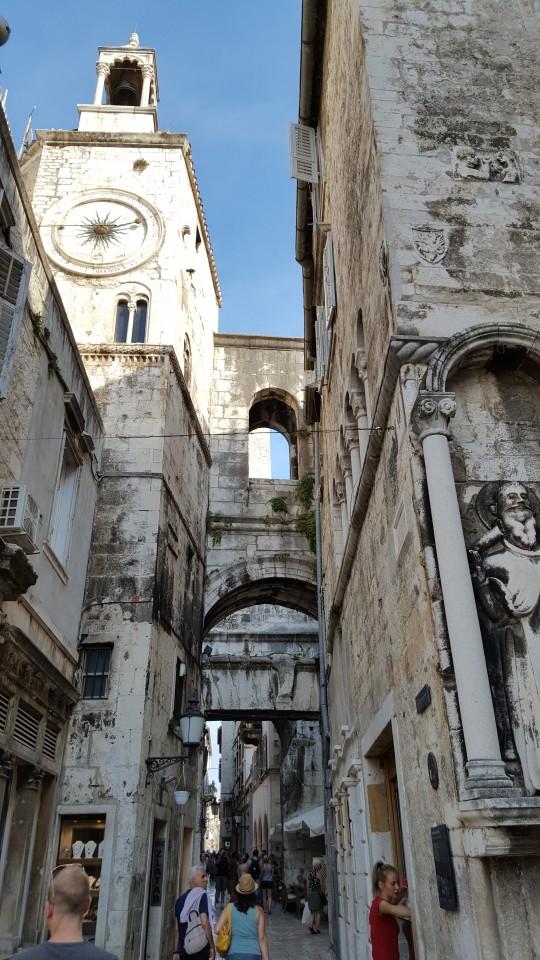 Mezcla de estilos en la Puerta Oeste del Palacio de Diocleciano.