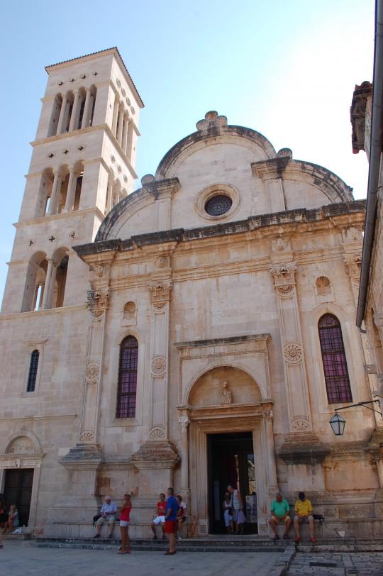 Fachada de la Catedral de San Esteban, en la plaza del mismo nombre.