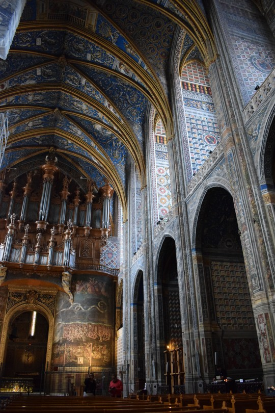 El interior decorado de la catedral del Albi.
