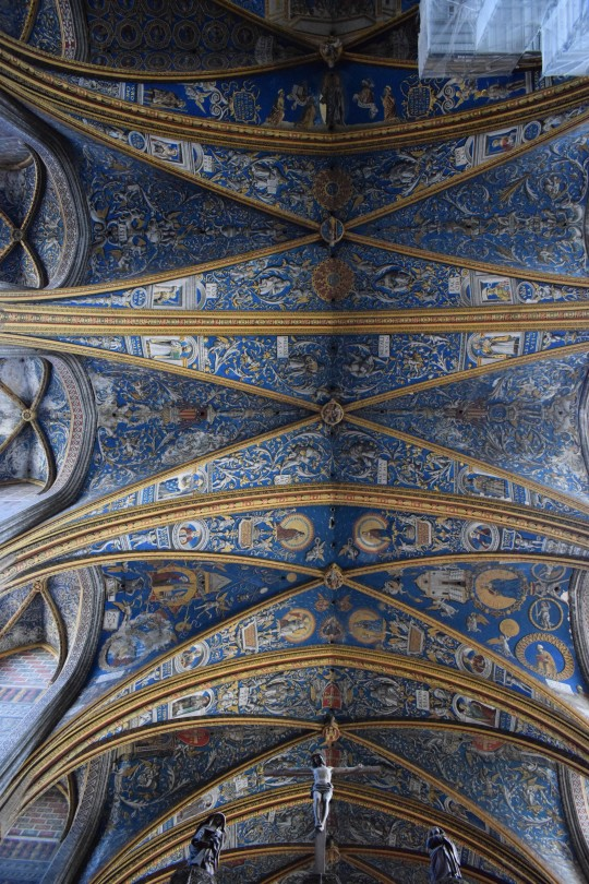 La hermosa bóveda decorada.