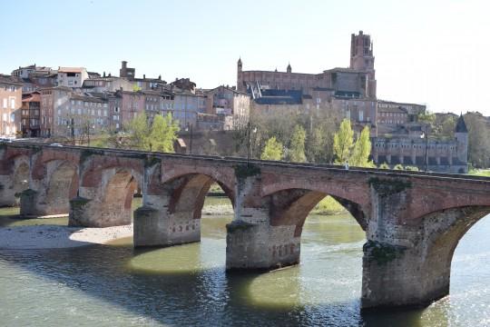 El Puente Viejo y la silueta de Albi, con la Catedral dominando el paisaje,