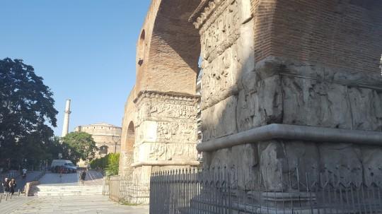 El Arco de Galerio y la Rotonda al fondo