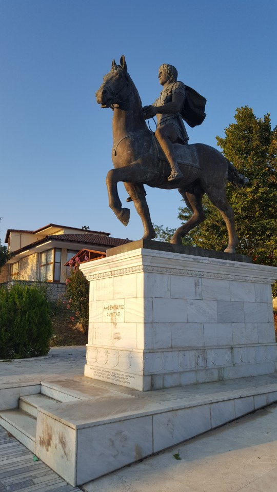 Estatua del hijo más ilustre de Pella, Alejandro el Grande, en el centro del pueblo.