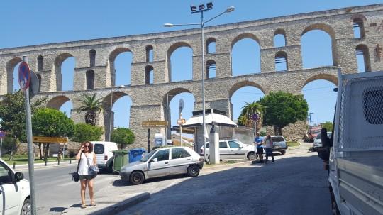 El acueducto de Kamares, mandado construir por Solimán el Magnífico.