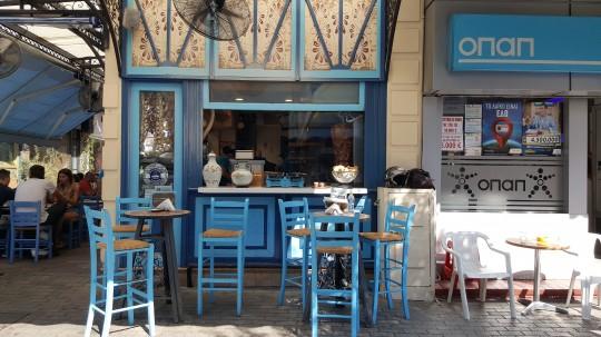 Un establecimiento de gyros (kebab).