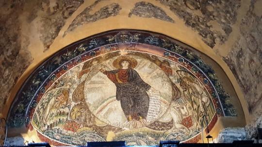 El singular mosaico con el Pantocrátor en la iglesia de Osios David de Salónica.
