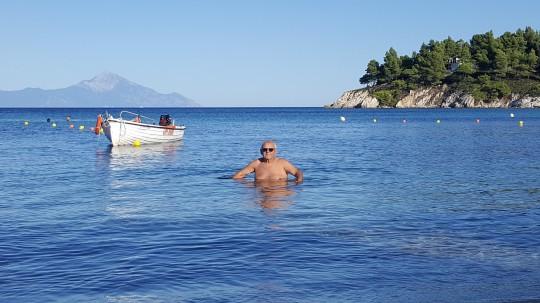 Bañarse frente al Monte Athos, una emoción especial.