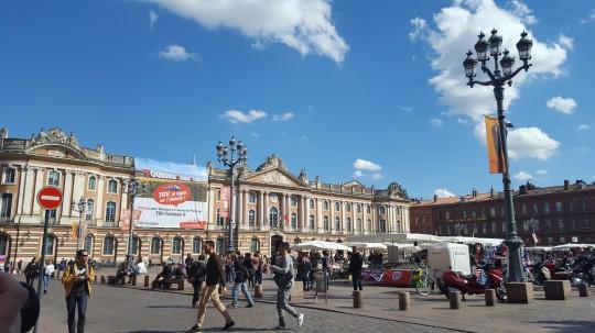 La Plaza del Capitole, el Ayuntamiento de Toulouse.