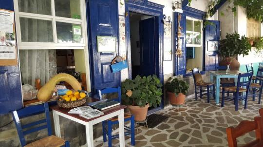 Café, taberna y tienda de recuerdos, todo en uno