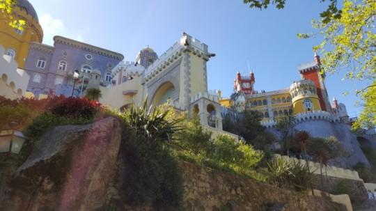El Palacio da Pena justo antes de su entrada.