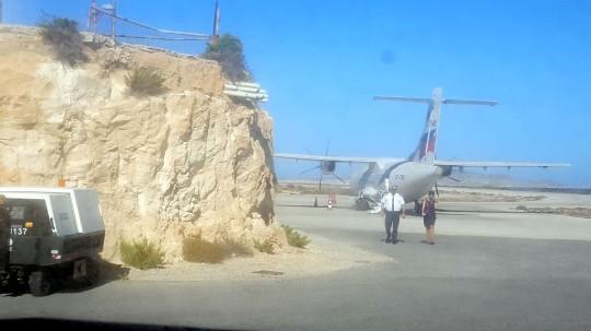 El avión de Sky Express, en su escala en Kasos.
