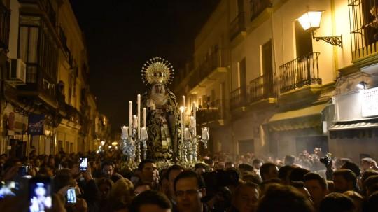 Traslado-Caidas-Virgen-Esperanza-Triana_1082902345_62430307_1011x569