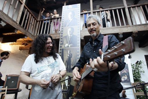 Raimundo Amador y Howe Gelb, en la Posada del Potro de Córdoba. / Foto: Barrionuevo