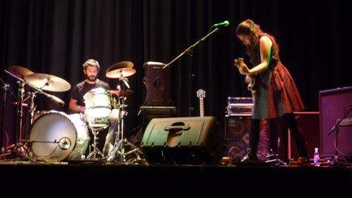 Ainara Legardón, durante su concierto en el Teatro Pedro Muñoz Seca.